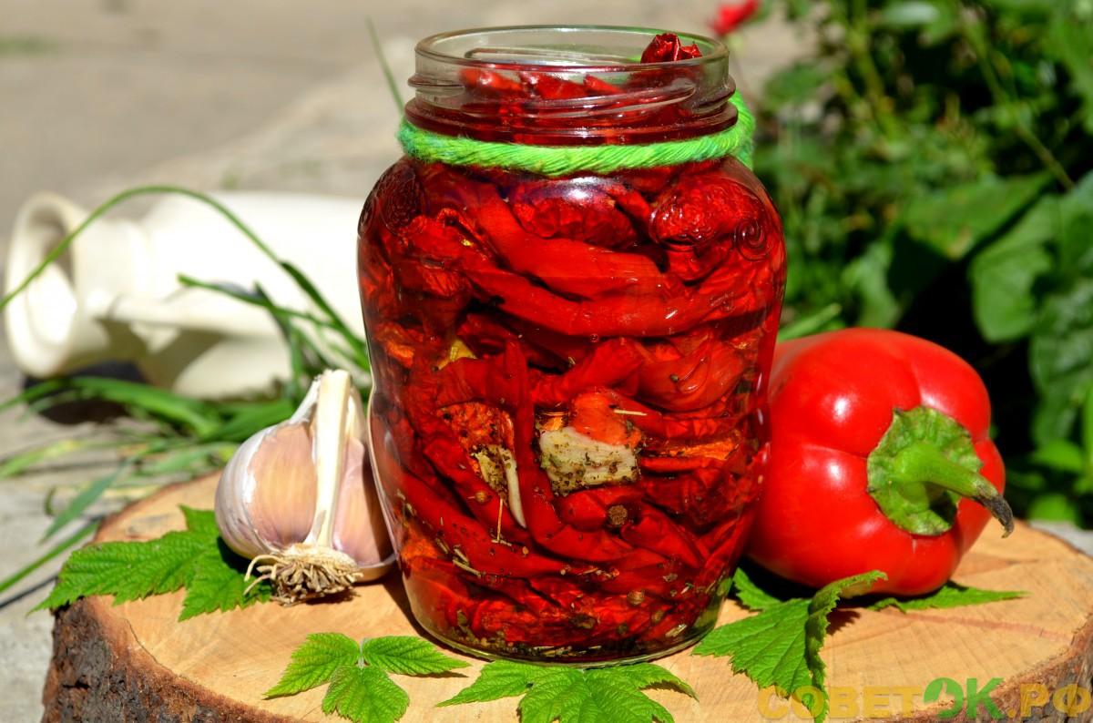Вяленый болгарский перец с чесноком в сушилке