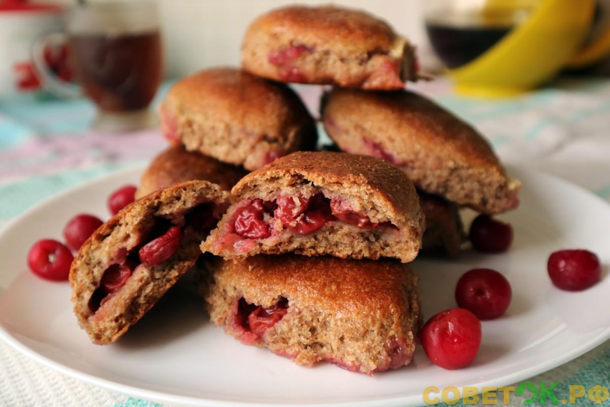 Цельнозерновая мука в здоровом питании - рецепт с фото пирожков с вишнями из дрожжевого теста