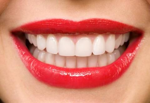 Как отбелить зубы в домашних условиях: ТОП-7 способов