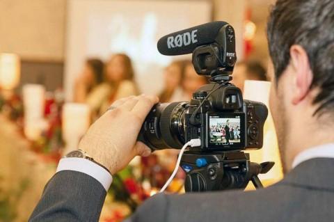 Видеограф на свадьбу - кто это и чем он отличается от оператора